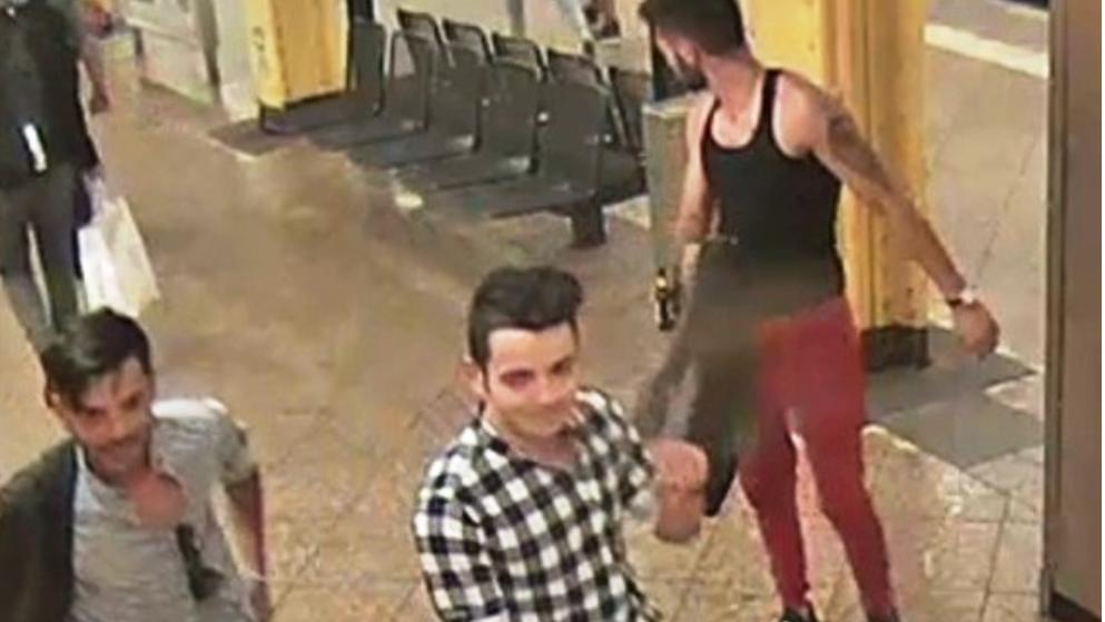 Frauen, die Männer in Videos verprügeln