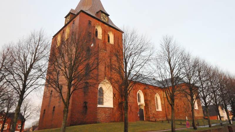 Weihnachten Kirche.Garding Weihnachten Mit Wachdienst Asylant Beschmiert Kirche Und